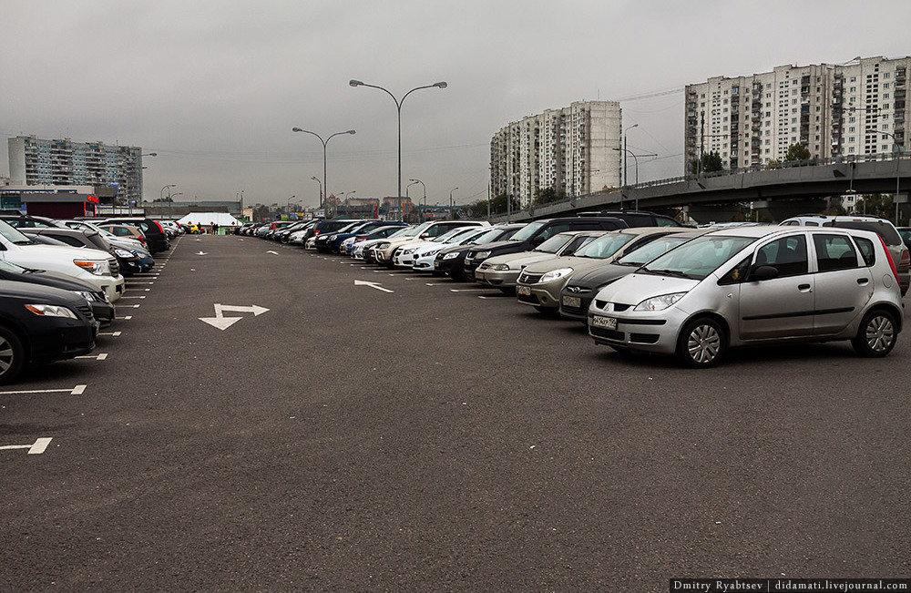 Места для парковки много