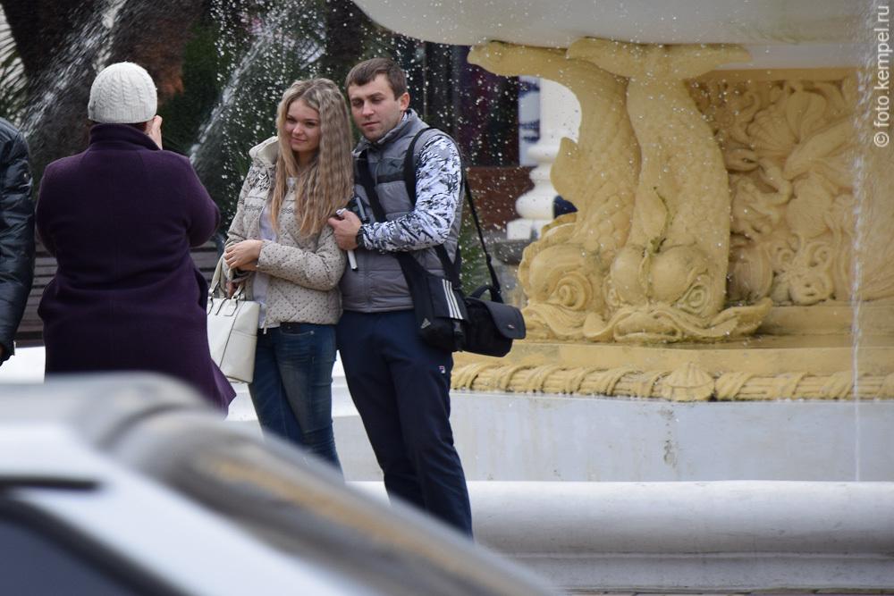 Фотографии красивых девушек на улицах Сочи.