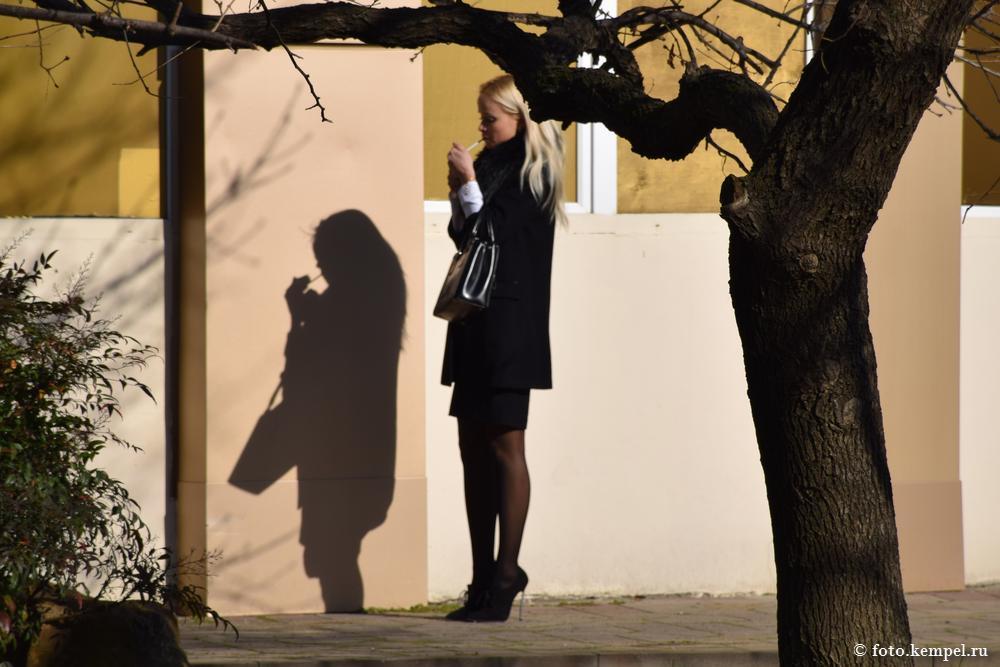 Курящие девушки в Сочи - городе, где нельзя курить