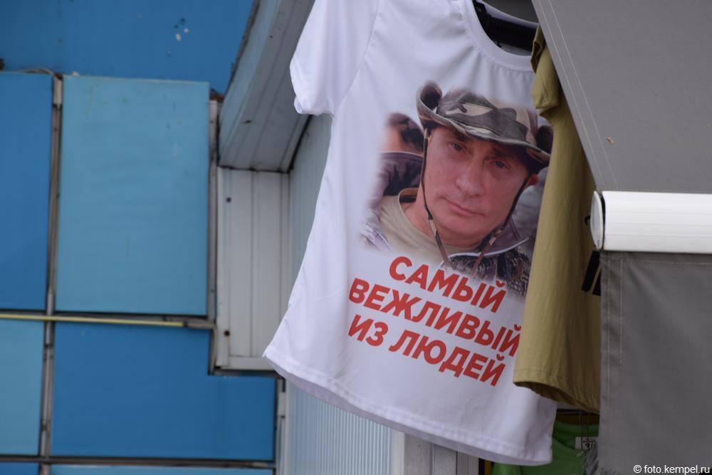 Путин на майках и сувенирах в Сочи.