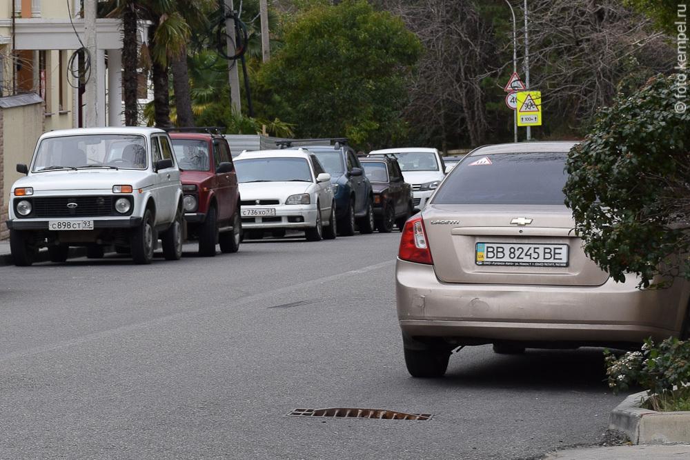 Автомобили с украинскими номерами в Сочи. Донецкая и Луганская область