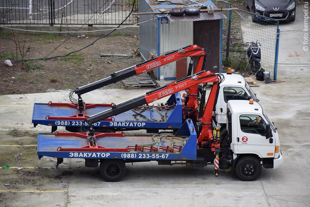Эвакуация неправильно припаркованных автомобилей в Сочи