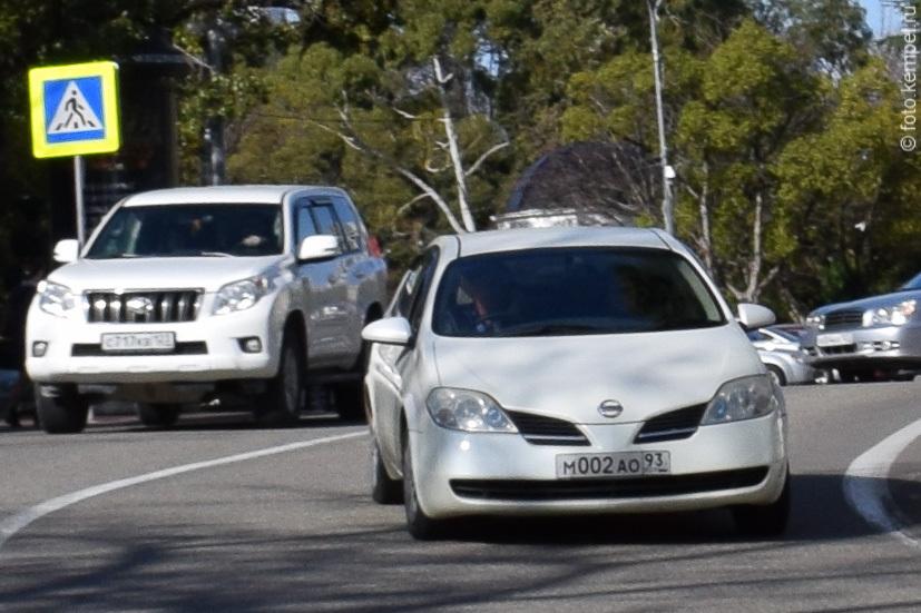 Автомобили с номером 002 в Сочи. Автомобильные номерные знаки 002 у полицейских города Сочи на личном автотранспорте