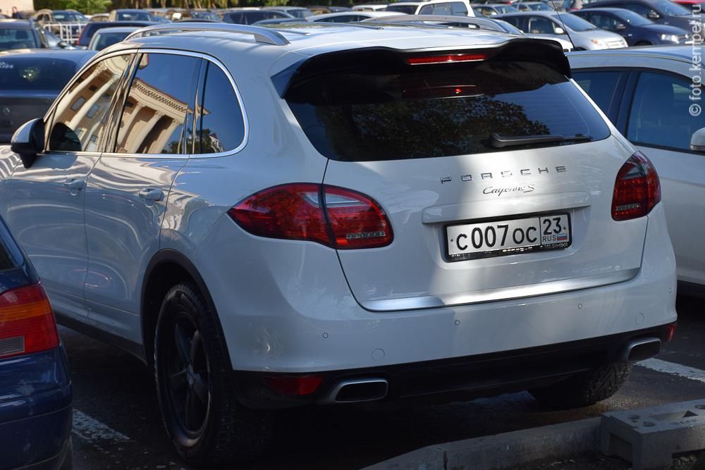 с007ос23 Автомобили Джеймса Бонда с номерными знаками 007 в Сочи