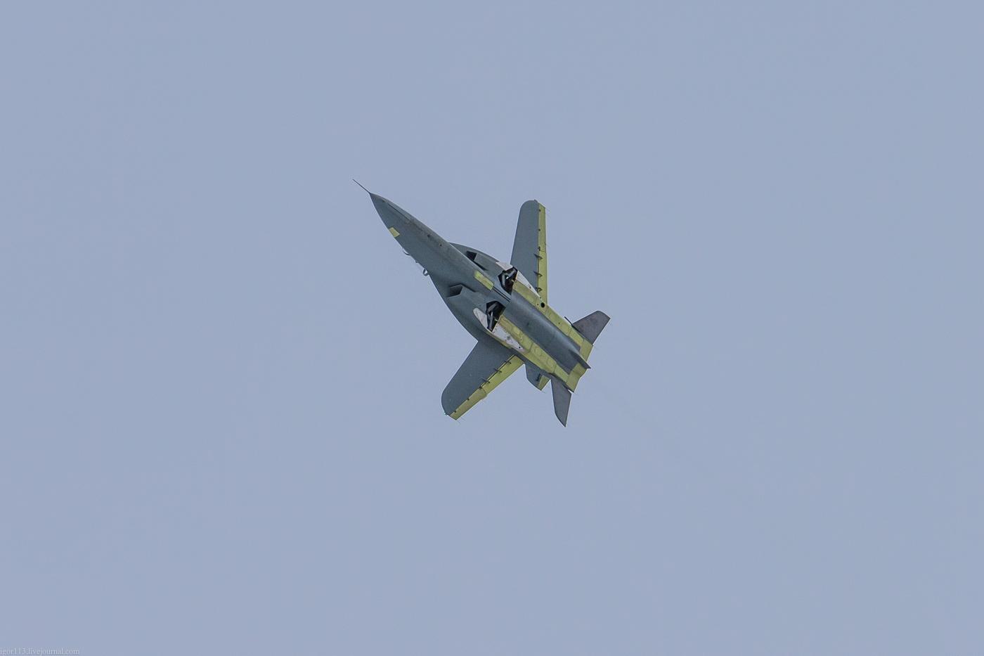 SR-10 jet trainer Web