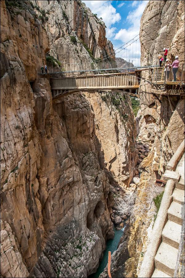Мост между скалами
