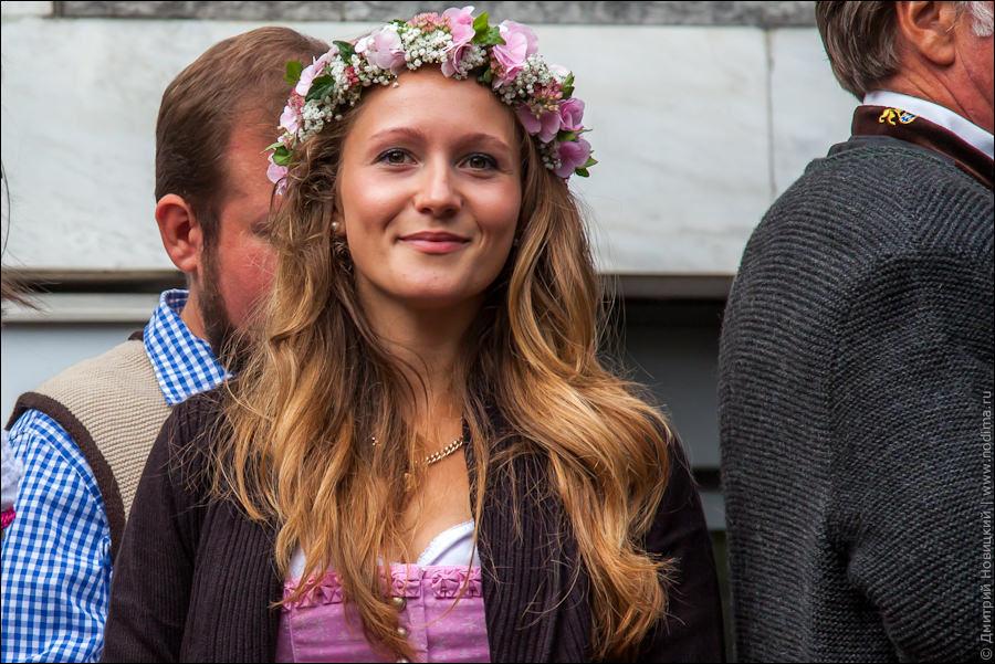 8. Красивые девушки на Октоберфесте-2015