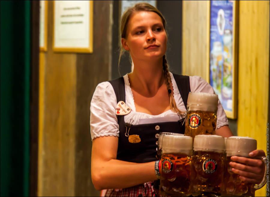18. Официантка с пивом