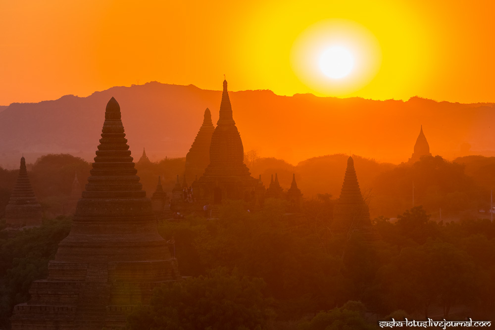 Sunset extravaganza in Bagan