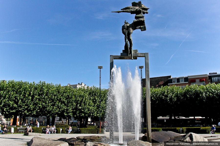 фонтан возле железнодорожного вокзала в Генте