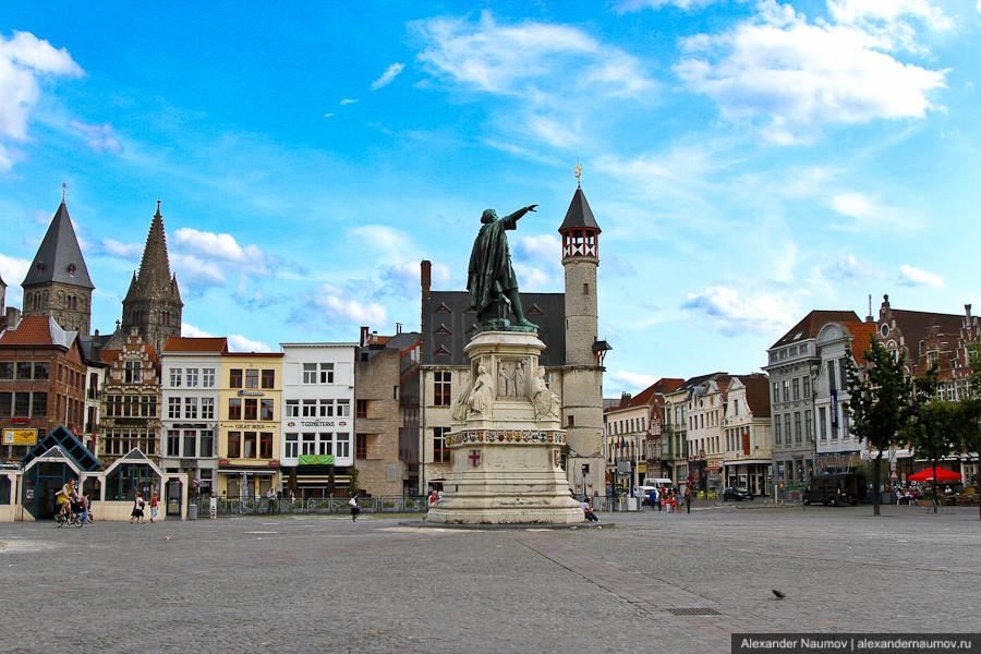 Площадь Vrijdagmarkt