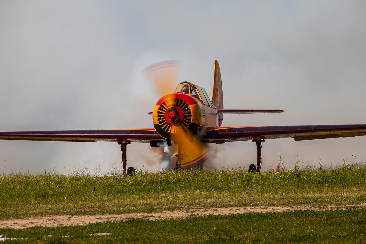 Первый полет, Як-52, приветствие зрителям