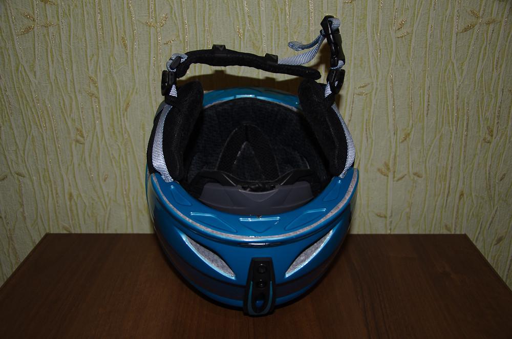Использовался немного, вроде 3-4 выезда в горы по неделе.  На буднях шлем живет возле развязки КАД-Таллинское шоссе...