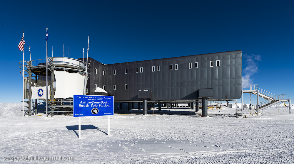 Антарктическая станция на Южном полюсе