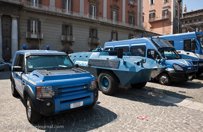 Рядом была выставка полицейских автомобилей
