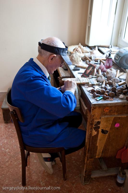 по дороге к Везувию остановился на фабрике-магазине по производству камей