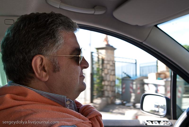 договорились с таксистом о туре на Везувий и в Сорренто