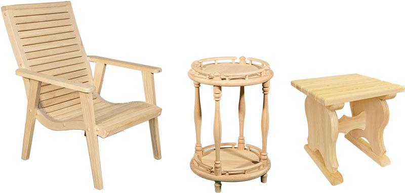 Кедровое кресло, круглый журнальный столик и табурет