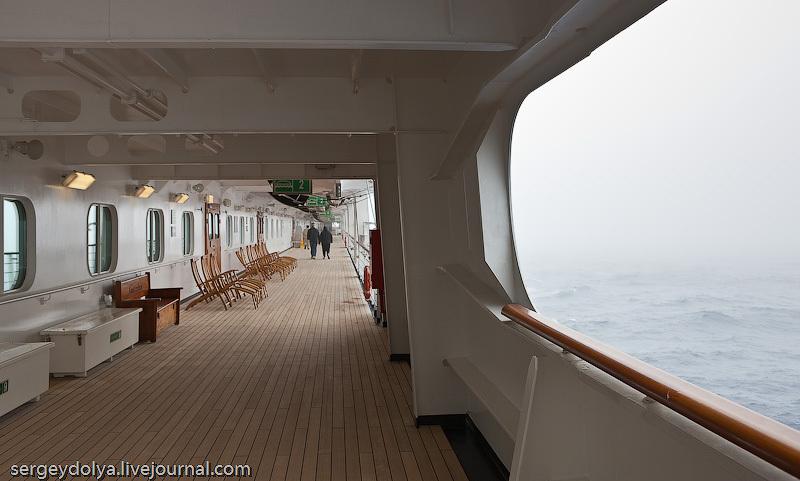 На третьем этаже по периметру судна идет открытая палуба