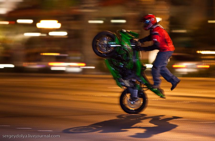 Трюки на мотоциклах 6 фотография